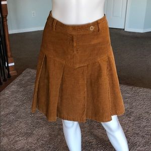 Divided H&M sz6 brown corduroy pleated skirt